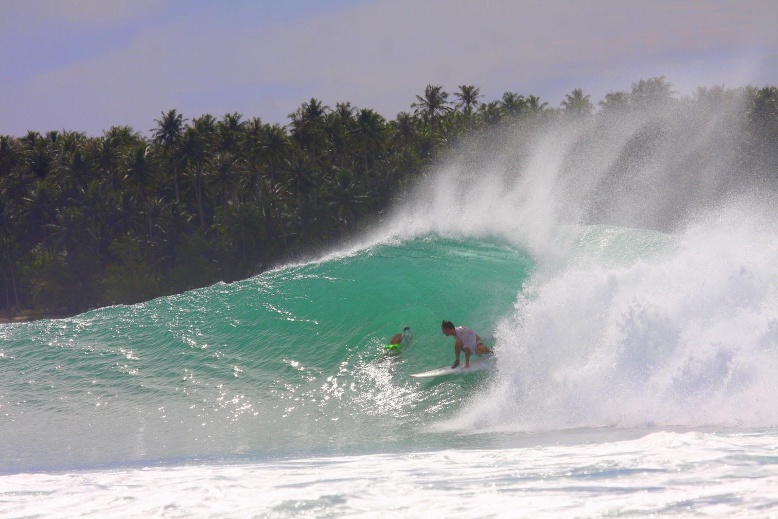 Nias ( Pulau Nias ) é demais, a onda é perfeita, o clima muito bom.